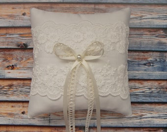 Ivory ring pillow with embroidered lace and pearl, Wedding ring pillow in vintage style, Lace ring bearer pillow, Ring cushion