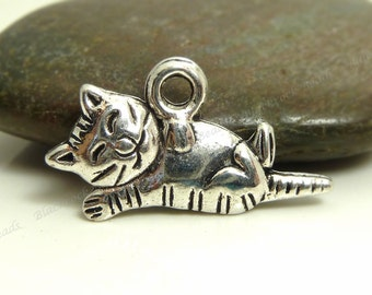 10 Cat Charms - Antique Silver Tone Metal - 18x13mm, Cat Pendants, Animal Charms - BP13