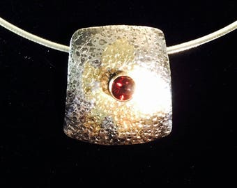 sterling silver pendant with ruby and 2 4ct gold kumboo