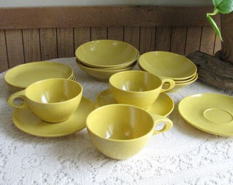 Kenro Yellow Vintage Dinnerware and Replacements Melamine Dishes Speckled Yellow Mid-Century 16 Pieces