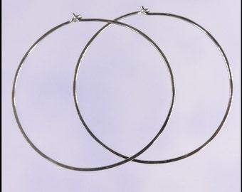 Niobium hoop earrings: Extra large KISS