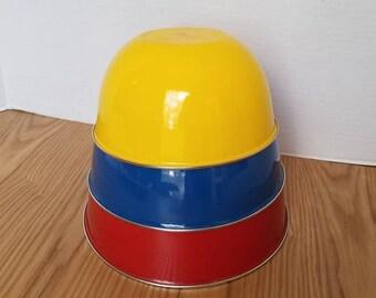 Vintage Enamel Nesting Bowls,  Set of 3, Primary Colored Bowls, Enamelware Bowls,  Enamel Mixing Bowls, Retro Kitchen, Red, Blue, Yellow