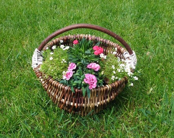 Wicker basket bag, outdoor planter, garden planters, garden decor, wicker bag, round woven bag gift for mom, wooden planter gift for grandma