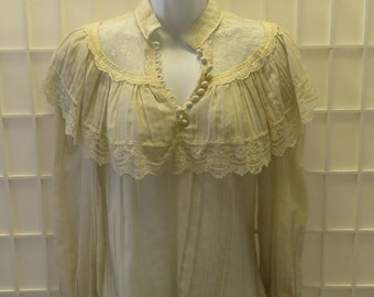Vintage 1970's Linen & Lace Women's Blouse w/ Covered Buttons / Sz: 2 /4.