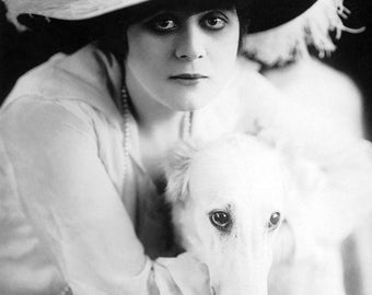"Theda Bara Monochrome Photographic Print 01 (A4 Size - 210mm x 297mm - 8.25"" x 11.75"") Ideal For Framing"