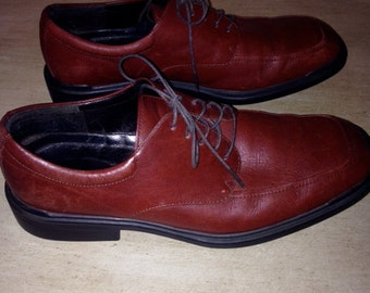 Nice pair of Rockport shoes lace up size 10 brown