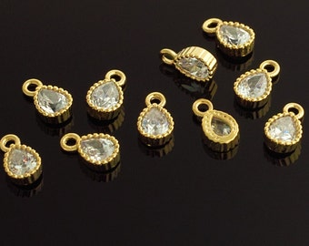 1037011 / Tiny Teardrop / 16k Gold Plated Brass Framed Glass with Cubic Zirconia Pendant 4mm x 7mm / 0.2g / 4pcs