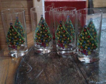 Vintage 1985 action industries 11 ounce Christmas beverage glasses by carlton in box