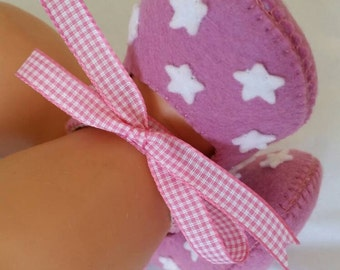Dusty pink with white stars woolfelt baby shoes