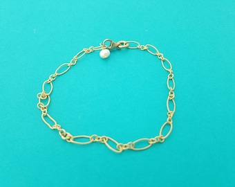 """Gold Filled Textured 7"""" Dainty Bracelet Chain with Pearl"""