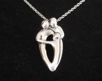 925 Sterling Silver FAMILY of THREE Father Mother Child/Kid/Baby pendant and 925 S/Silver necklace chain