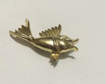 Cute Vintage Gold Tone Fish Brooch