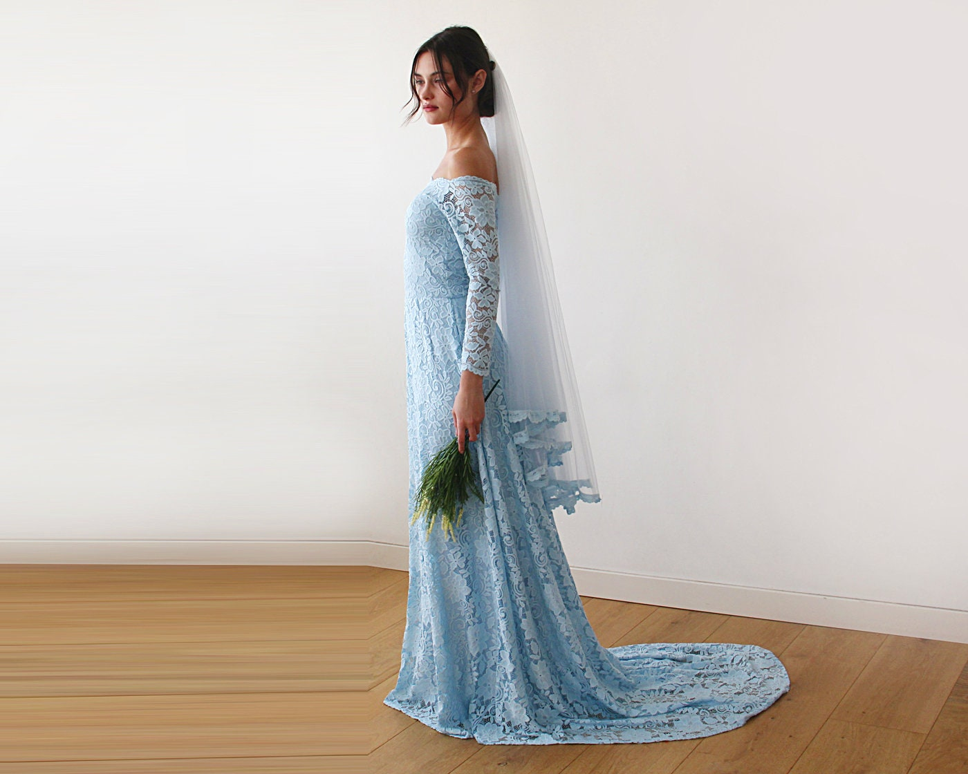 Hellblauen Hochzeitskleid mit einem Zug