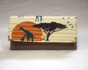 Große Geldbörse in Clutchform aus Kunstleder und Baumwollstoff Serengeti  (Organic Cotton) mit 7 Kartenfächern