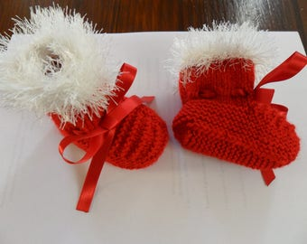 Baby red wool baby shoes white border