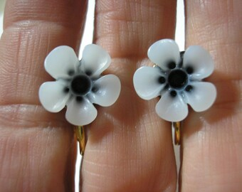 Play Earring - Clip or Pierced - Tropical Flower - White/Black - 1/2""
