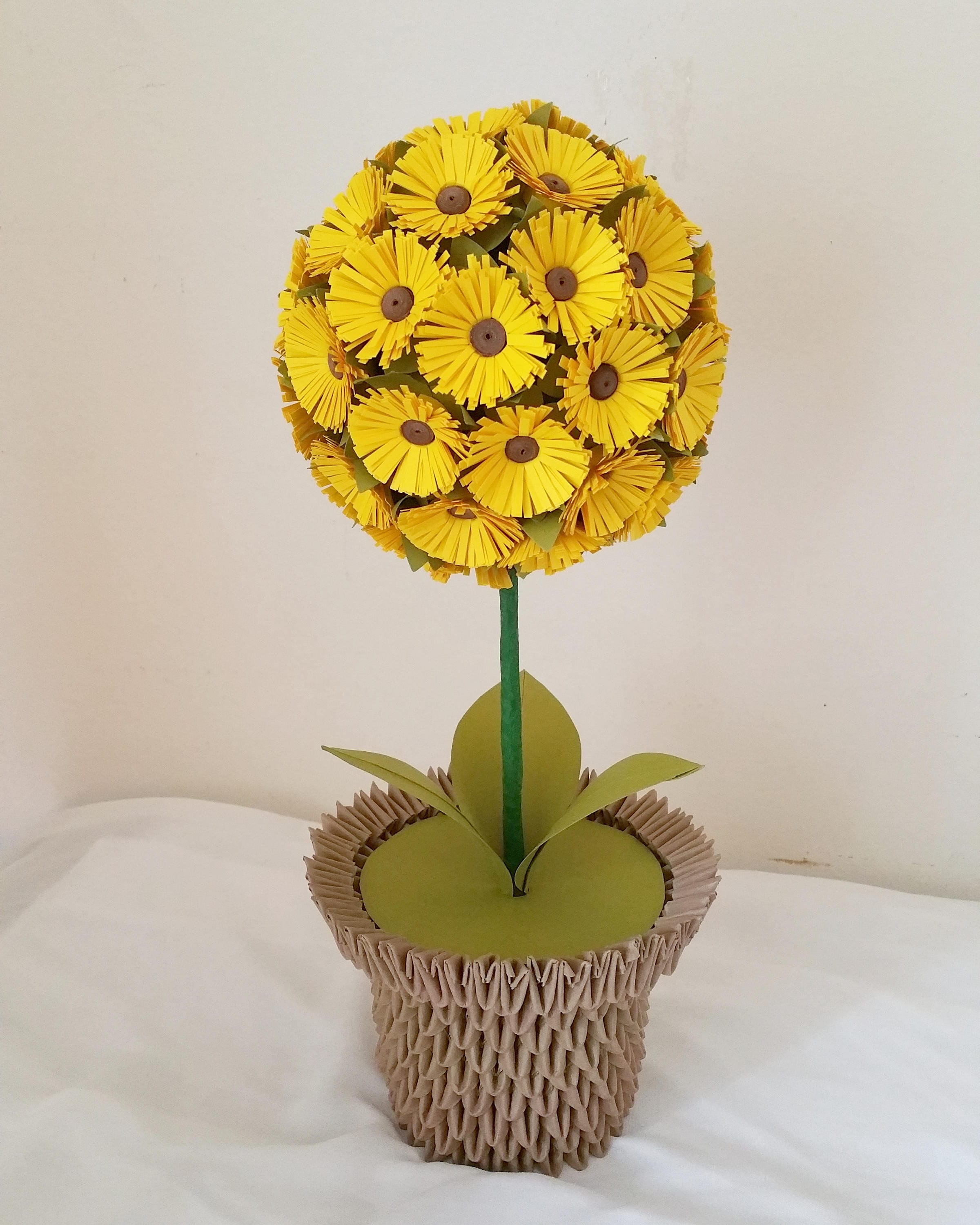Paper sunflower ball centerpiece in 3d origami vase zoom jeuxipadfo Gallery