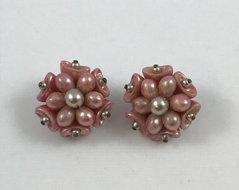 Vintage pink pearl cluster earrings 1950's clip on