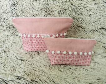Toiletry pattern saki pink and white PomPoms