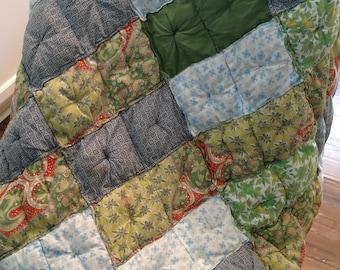 Quilted Patchwork lap quilt//Handmade lap quilt//Americana Art//1940's Quilt//Small blanket//Vintage quilt//Patchwork square quilt