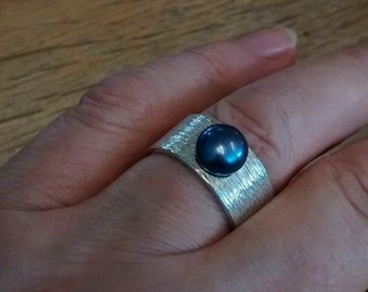 Vintage Textured Band Ring With Black Pearl - Size R / US: 8 3/4