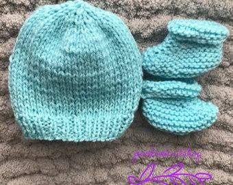 Blue or pink newborn hat and bootie set with or without pompom hand knitted for newborns