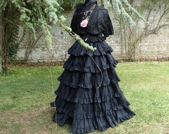 1860 dress old time Victorian 1860/1880. Old antique antique dress.  antique 1880 crinolline, Bridal dress france down