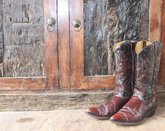 Vintage Acme Women's Cowboy Boots Brown Size 9  Cordovan Cowgirl Boots as seen in Vintage KC Magazine