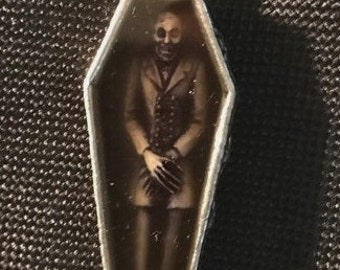 Nosferatu necklace within pewter crafted coffin