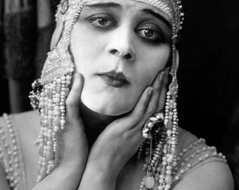 "Theda Bara Monochrome Photographic Print 03 (A4 Size - 210mm x 297mm - 8.25"" x 11.75"") Ideal For Framing"