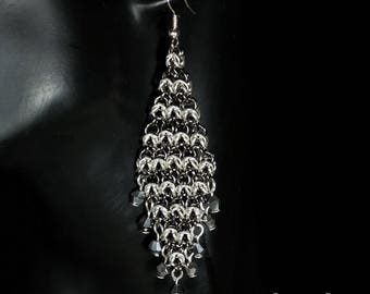 Chainmaille earrings diamond shape black and silver with crystals