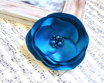 Blue silk flower brooch Blue hair flower Blue Poppy flower hair clip Blue fascinator Bridal Blue hair clip Bridesmaids Blue Wedding brooch