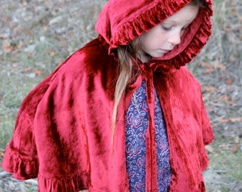 Girls Velvet Capelet -- Red Riding-Hood, Christmas cape. princess cape. girls short cape, red hood. renaissance. fantasy. Frozen, Anna, Elsa