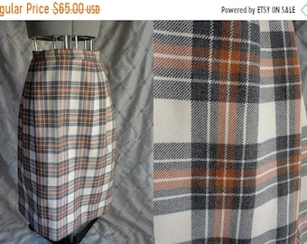 ON SALE 70s Skirt //  Vintage 70s Tan Brown Plaid Wool Skirt by Aljean Canada Size S 26' waist