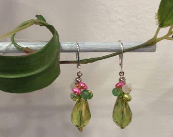"Earrings pink and green freshwater pearls and Swarovski Crystal, model ""morning dew"""
