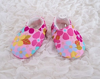 Baby Shoes, Baby Slippers, Age 9-12 Months, Flower Print, Pink Shoes, Baby Girl, Fabric Shoes, Soft Sole Shoes, Floral print, Handmade,