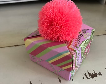 Coral/Pink Pompom gift box