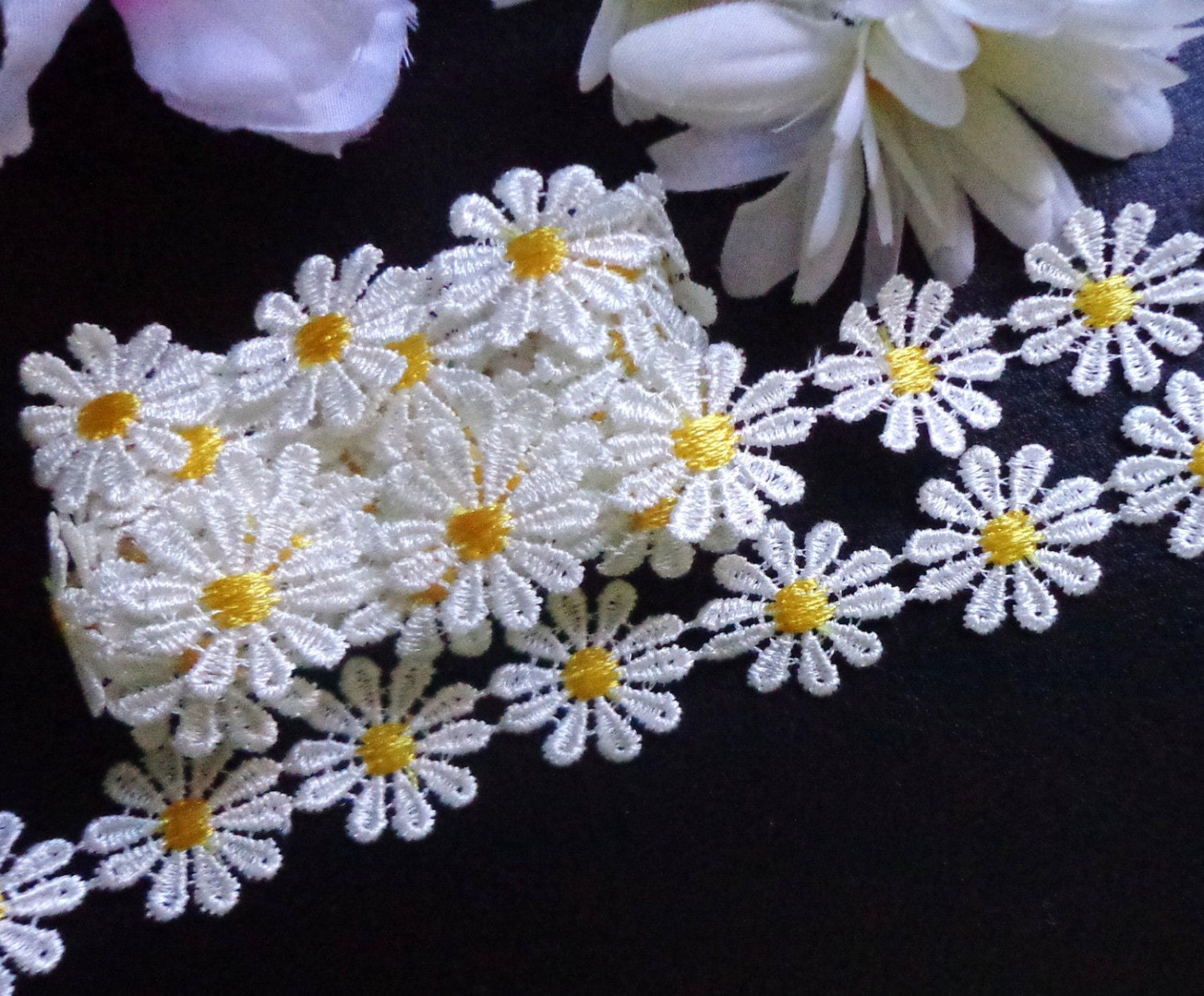 1 inch wide white/yellow daisy embroidery lace trim select length