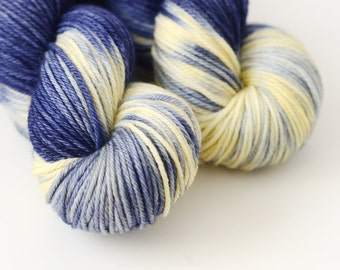 Starry Starry Night - Hand Dyed Yarn - Worsted Weight - Dark Blue and Cream - Variegated - Doctor Who Yarn