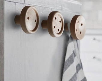 Wooden Giant Button Clothes Hanger (Wall-mounted style)