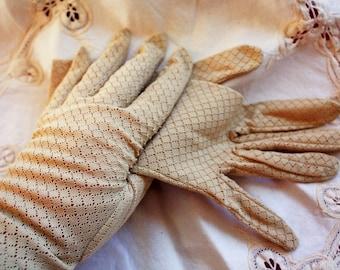 Diamond Pattern Lacy Beige Nylon Spring Gloves 1950s
