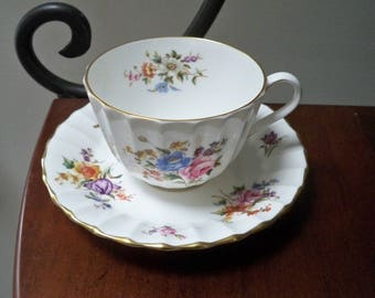 Vintage Home Dining Bone China Floral Teacup and Saucer Z 2827 Royal Worcester Roanoke Made in England