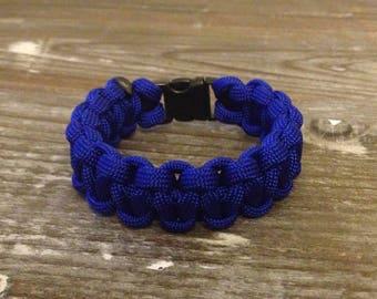 Paracord survival bracelet bracelet