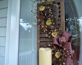 Primitve Wood Shutter Candle Holder Pip Berries Crow Tea Stained Daisies Metal Stars Candle NOT Included