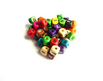 50 pcs colorful cubes with letters Imprimeespb25g010 wood beads