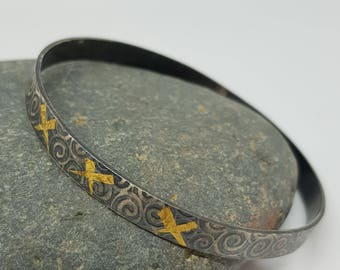Noa by Fedha -oxidised sterling silver bangle, rolled with spiral pattern, Keum Boo detail