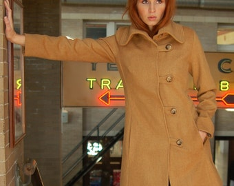 SALE 300 OFF, Cashmere wool coat in soft Camel with button toggle closure, size 10 US