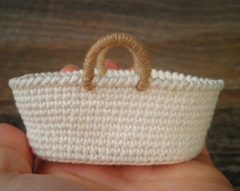 Miniature Moses Basket & Mattress for 2 inch Doll, Miniature Crochet Basket, Miniature Baby Bassinet Basket, Dollhouse Baby Basket