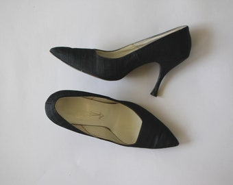 vintage 1960s shoes / 60s black satin heels / 60s black pumps / 60s stiletto heels / 60s pointy toe heels / 60s cameo room pumps / 7