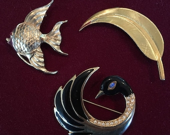 60-80's pin set of 3  Fish/Feather/ Black Swan